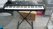 Roland E 16 Semi-Professionelles Keyboard