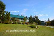 Wohnhaus mit Nebengebäude in Kanada