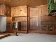 Wohnzimmer Kachelofen Sanitarsachen Türen Parkettboden