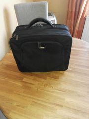 Laptop und Businesstasche