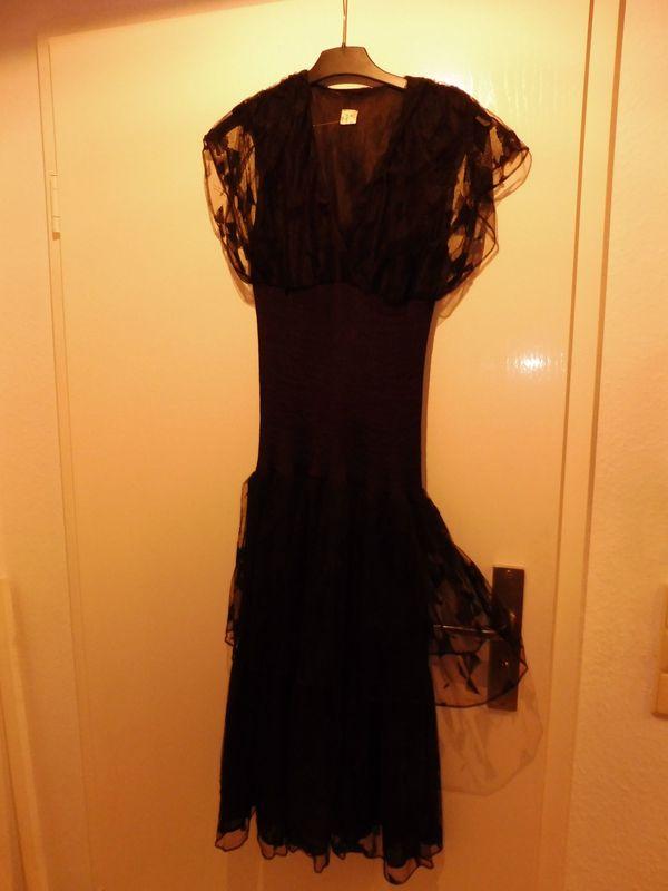 Schönes Designer-Kleid mit Spitzen