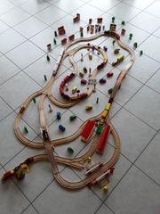 Holzeisenbahn Eisenbahn mit viel Zubehör