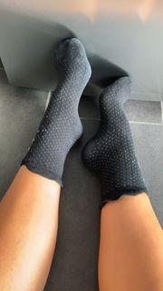 Socken getragen und schmutzig