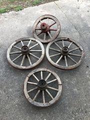 biete alte Holzwagenräder
