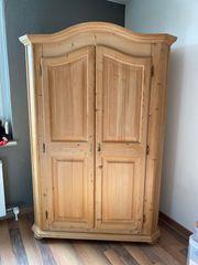 Rustikaler Schrank Holz natur sehr
