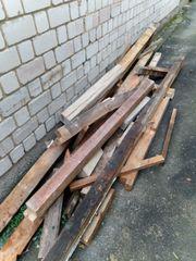 Holzbalken und anderes trockenes Holz
