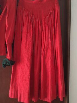 Rotes Seiden-Trachtenkostüm und schwarzer Trachtenrock: Kleinanzeigen aus Günzburg - Rubrik Damenbekleidung