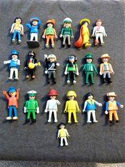Mehr als zwanzig Playmobil-Figuren teilweise