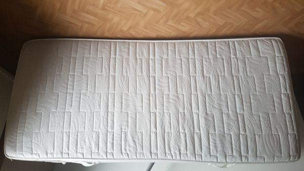 Lattenrost mit Kaltschaummatratze 90 x