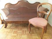 Stilvolles Biedermeiersofa und Stuhl