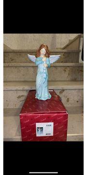 Goebel Figur - Engel beschützt Kerze