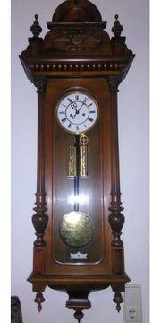 Uhrmacher repariert auch alte Uhren