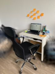 Bürostuhl und Tisch Nichtraucherhaus und