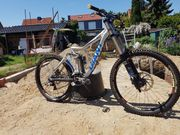 Giant Glory 00 Downhill Bike