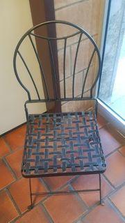 25 gusseiserne Stühle Eisenstühle Klappstühle