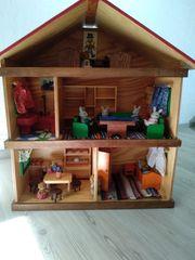 Schönes altes Holz Puppen Haus