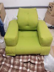 Grüner Sessel Gästebett