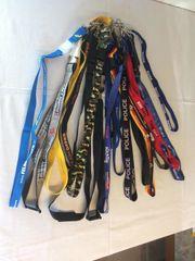 Diverse Schlüsselanhänger mit Band