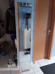 Stand-Spiegel mit Kleiderstange