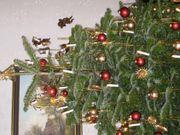 Hochwertiger Weihnachtsbaumschmuck und Krippe zu