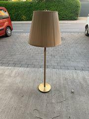 Antik Stehlampe mit sehr schönem