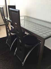 Esstisch mit hochwertiger Glasplatte