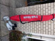 Ski-Ausrüstung mit Stöcken Skisack und