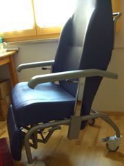 gemütlicher Sessel Skai auf Rollen