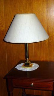 Bildschöne Messinglampe Tischleuchte Schirm aus