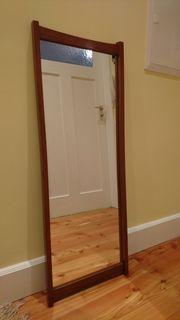 brauner Spiegel mit