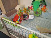 Babybett mit Matratze in Top-Zustand