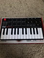 AKAI MPK MIDI HYBRID 3