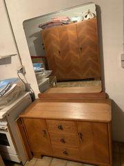 Schrank mit passendem Spiegelschrank oder