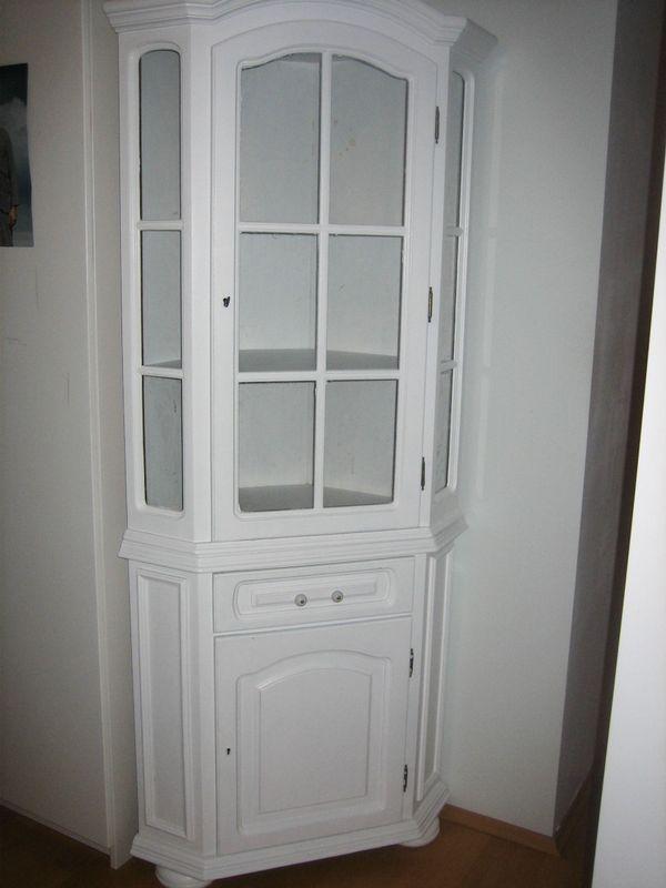 weißer Eckschrank, fürs Kinderzimmer geeignet in Unterföhring ...