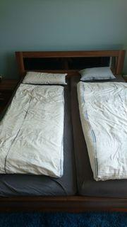 Bett mit 2