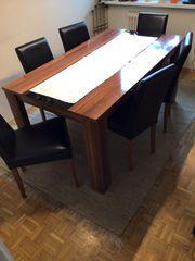 Esstisch mit Stühlen und passenden