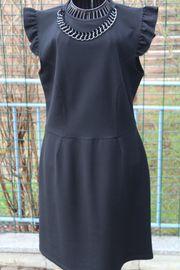neuwert schwarzes Kleid Gr 4