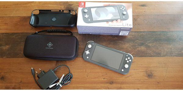 Nintendo Switch Lite Grau 32