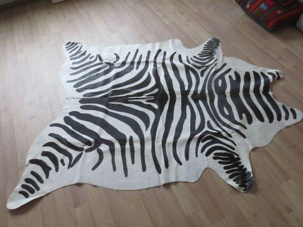 Kuhfell Teppich Mit Angesagtem Zebra Print In Kaiserslautern
