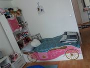Schönes Bett im Kutschen-Design inkl