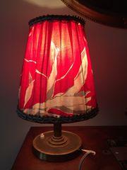 Tischlampe Messing antik mit rotem