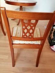 Sehr schöner Tisch und 4