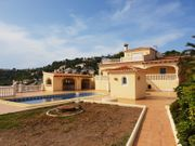 Villa mit Pool in Spanien