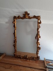 Spiegel mit Verzierungen