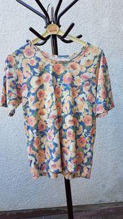 Süßes Shirt mit femininen Blüten-Dessin