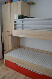 Neuwertiges Hochbett für 3 Personen