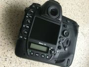 Nikon D5 - 2100 Actuations Mint -