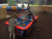 jeweils ein Airhockey für Kinder