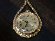 Halskette mit Uhr