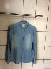 blaue Bluse mit Strasssteinen